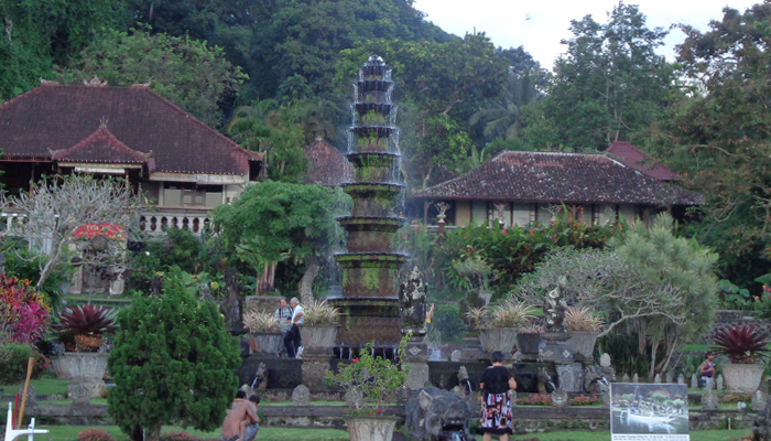 Tirta Gangga Royal Water Garden: Tirta Gangga: Restoring Indonesia's Most Popular Royal